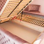 Łóżko tapicerowane pikowane Rosalie w stylu glamour tkanina Bravo Velvet 5274