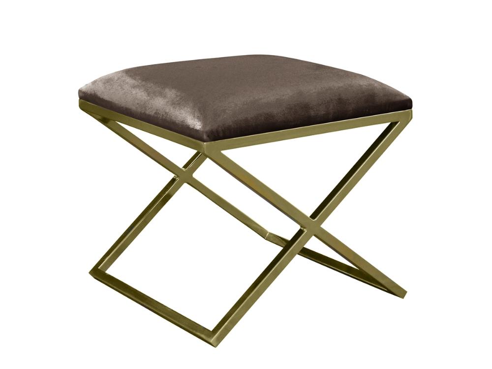 Pufa do salonu Blanca tapicerowana aksamitną tkaniną hydrofobową na złotym, metalowym stelażu. Pufa to salonu i sypialni w stylu glamour.