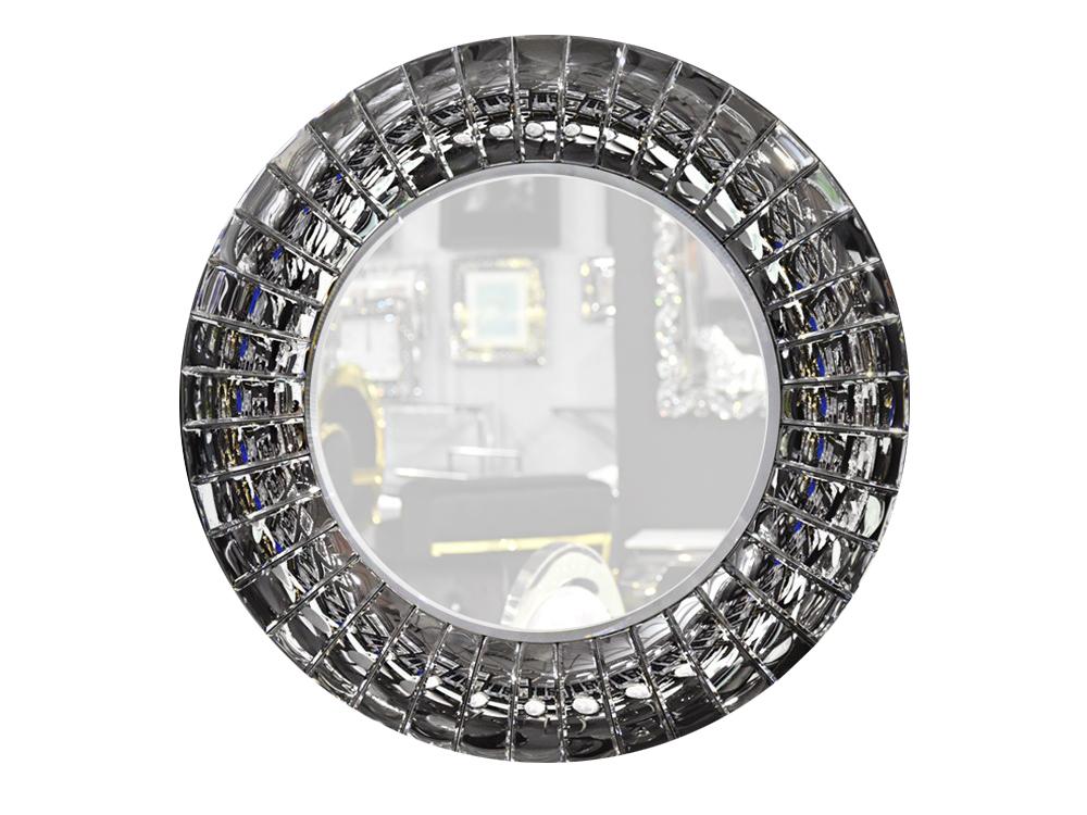 Lustro w lustrzanej ramie o wymiarach 80x80 cm Alete wykonane z mniejszych lusterek. Lustro pasuje do salonu w stylu nowoczesnym i glamour.