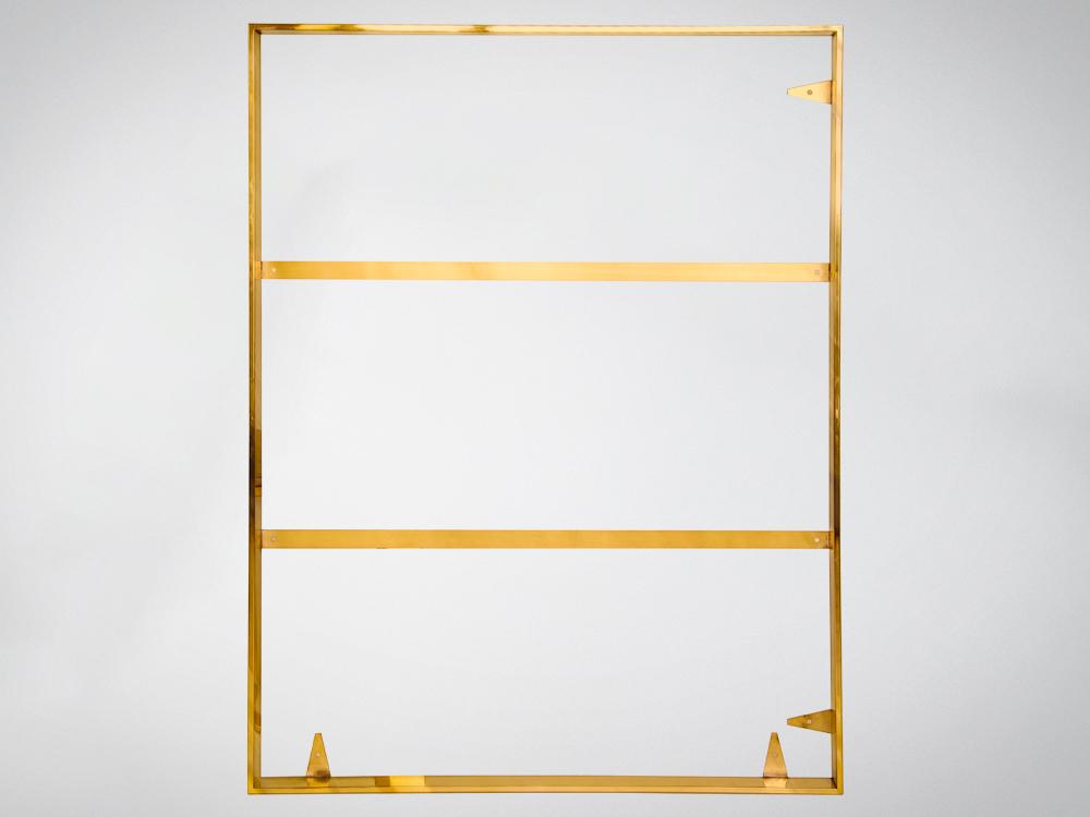 Złota rama do obrazu wykonana z polerowanej stali nierdzewnej.
