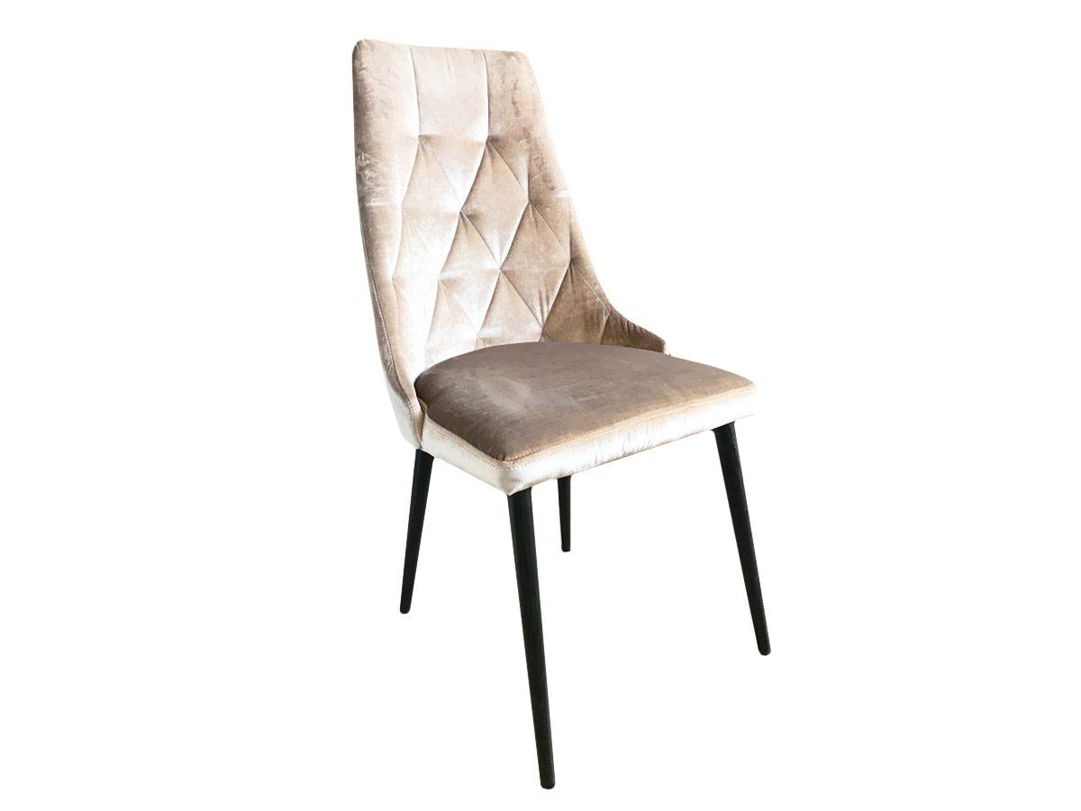 Krzesło tapicerowane pikowane Valentino złote. Krzesło pasuje do jadalni i salonu w stylu nowojorskim i modern classic. Krzesło drewniane Białystok.