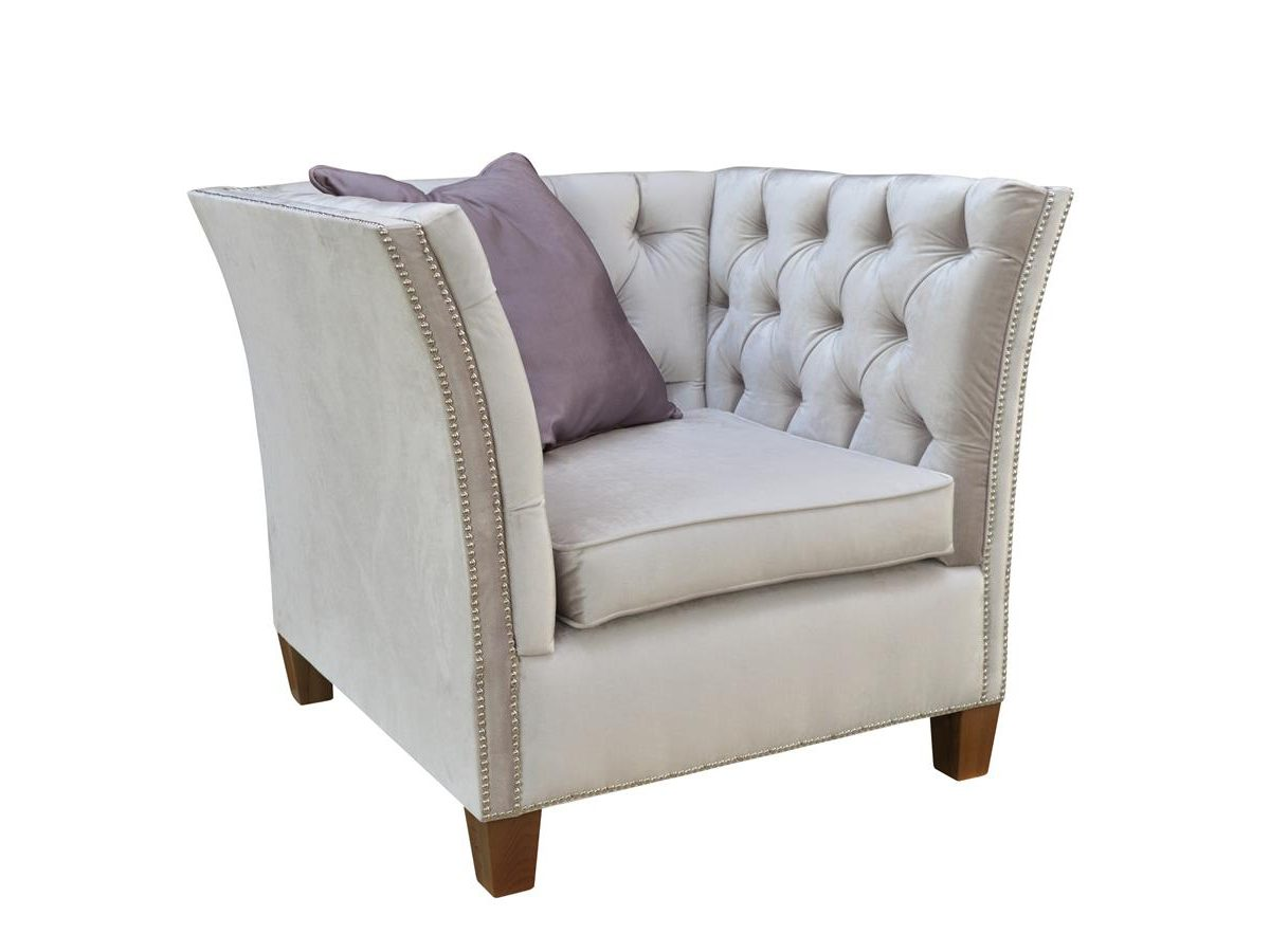 Fotel pikowany z podłokietnikami Cliff Chesterfield. Możliwość wyboru tkaniny i koloru nóżek. Fotele tapicerowane Białystok.
