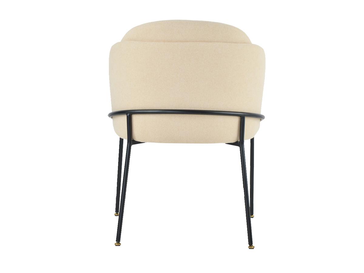 Sofa nowoczesna Marita tapicerowana welurową tkaniną geometryczną - wzór zygzak. Sofa dwuosobowa z dekoracyjnymi poduszkami.