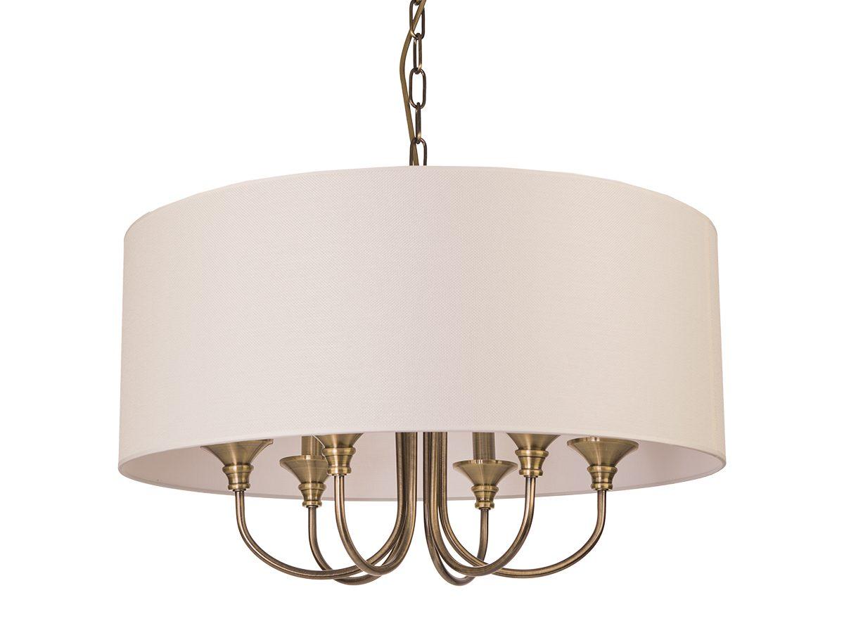 Lampa Spencer 4 do salonu lub sypialni w stylu nowojorskim. Żyrandol złoty z abażurem.
