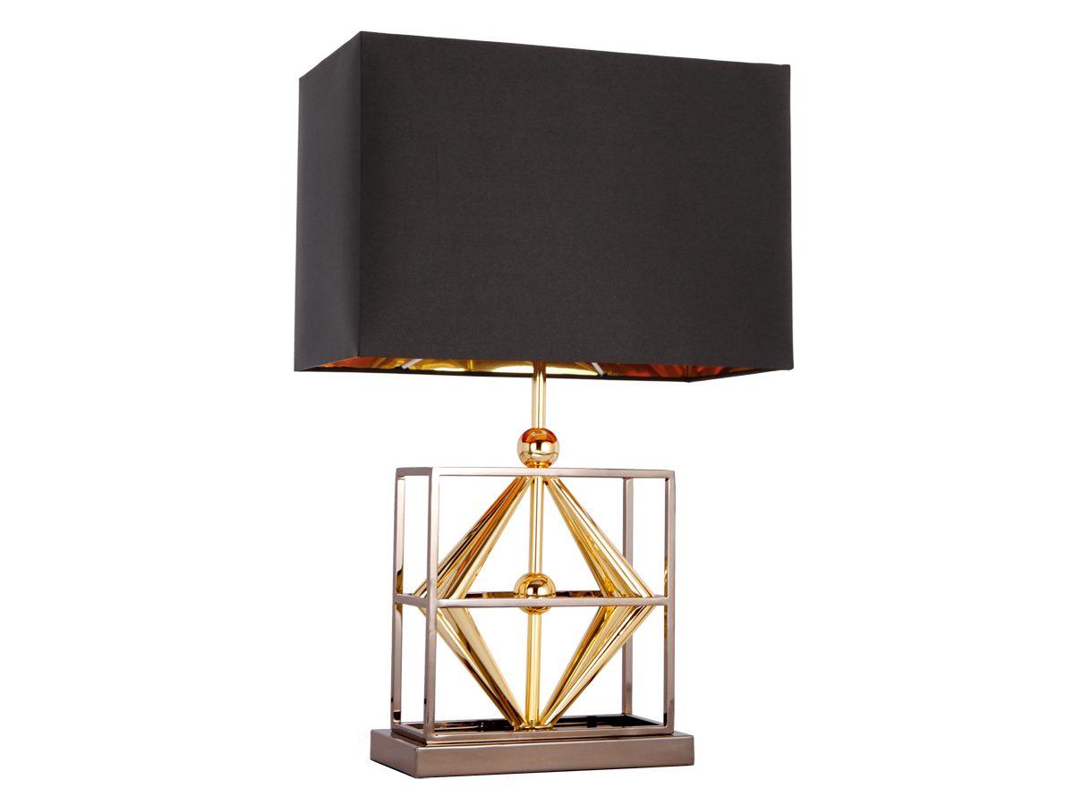 Lampa stołowa z abażurem w kształcie prostokąta. Złota podstawa lampy. Pasuje do salonu, sypialni oraz przedpokoju w stylu nowojorskim.