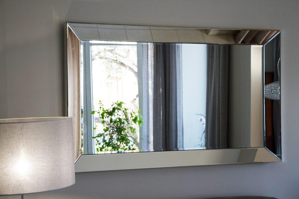 lustro w lustrzanej ramie