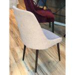 Krzesło tapicerowane Massimo pasuje do salonu i jadalni w stylu nowojorskim. Krzesła tapicerowane na zamówienie Białystok.