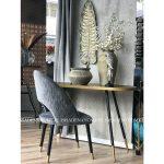 Krzesło tapicerowane szare Jasmine. Krzesło pikowane delikatnymi przeszyciami karo. Krzesło pasuje do salonu i jadalni w stylu nowoczesnym.