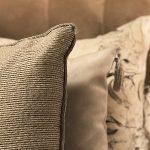 Zagłówek tapicerowany w sypialni mieszkanie Białystok