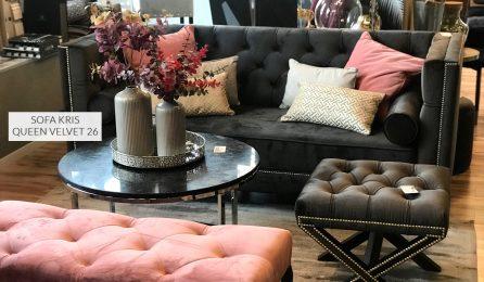 Sofa tapicerowana w stylu glamour Kris II. Sofa pikowana typu Chesterfield z taśmą pineskową. Sofy na zamówienie Białystok.