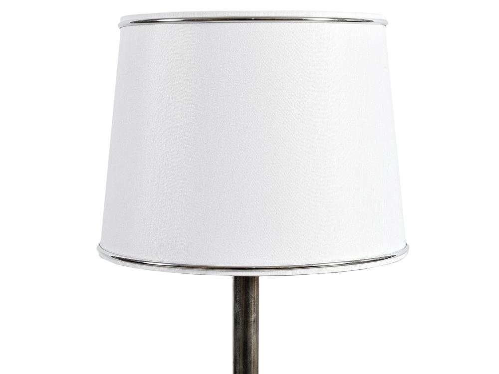 Biały abażur w kształcie stożka z ozdobną taśmą. Idealnie uzupełni pomieszczenie klasyczne, modern classic lub New York i Hamptons.