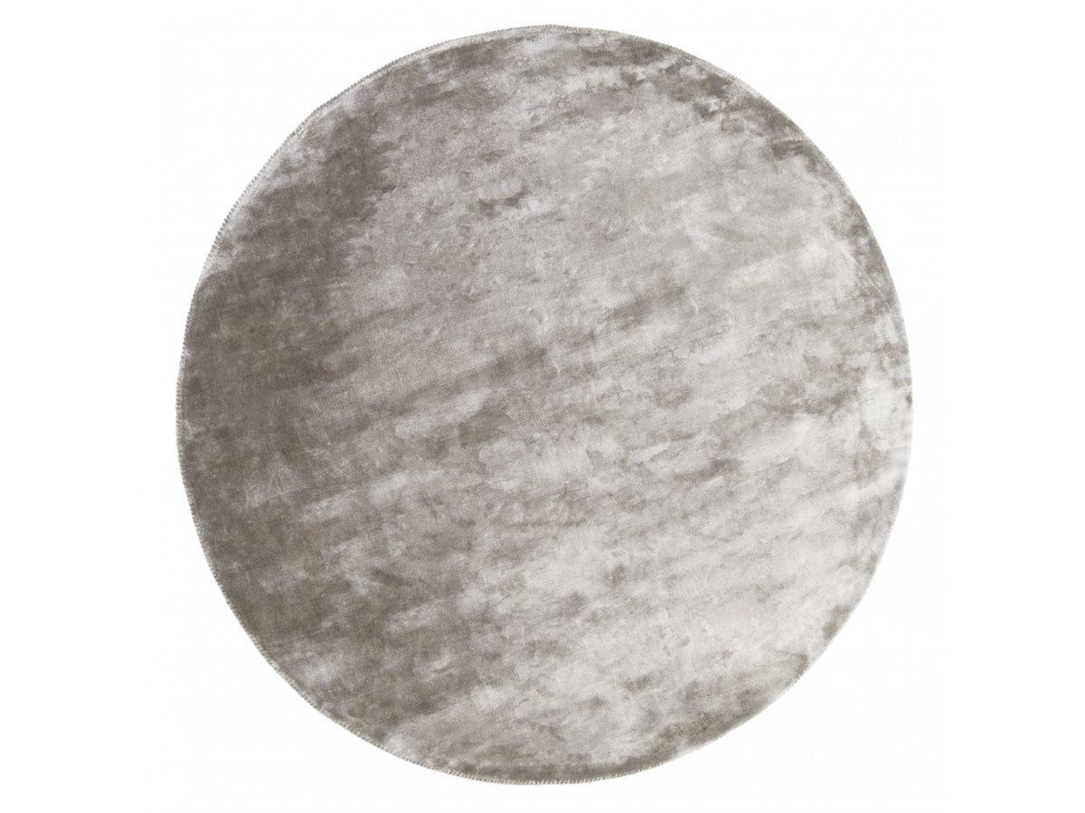Dywan z wiskozy ręcznie tkany Aracelis Paloma okrągły. Włókna wiskozy subtelnie połyskują i dywan wygląda bardzo ekskluzywnie.
