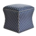 Pufa ze schowkiem Bonito Ornament tapicerowana welurową tkaniną. Pufa z pojemnikiem na małe przedmioty. Sprawdzi się także też jako pufa młodzieżowa.