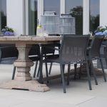 Stół ogrodowy Jose powstał z naturalnego drewna tekowego.Stół do ogrodu i na taras pasuje do wielu foteli i krzeseł z kolekcji mebli ogrodowych.