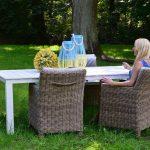 Fotel ogrodowy Kelly został wykonany z ekorattanu.Fotel do ogrodu i na taras posiada wąskie podłokietniki i odchylone oparcie.