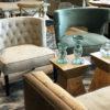 Fotele tapicerowane w stylu nowojorskim Kolorado i Ralph klient Białystok. Fotele zdobione są pikowanymi oparciami, lamówką i pinezką. Tapicerowane w welurowej tkaninie Piano.