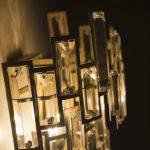 Kinkiet z kryształkami w stylu glamour z kolekcji Lincoln.