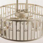 Lampa wisząca w stylu glamour Fargo to synonim luksusu i wysokiej jakość wykonania. Kryształy połączone z metalową ramą w szampańskim kolorze.