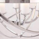 Lampa wisząca w stylu nowojorskim Wilson w kształcie kuli z metalowymi obręczami. Możliwość regulacji wysokości zawieszenia.
