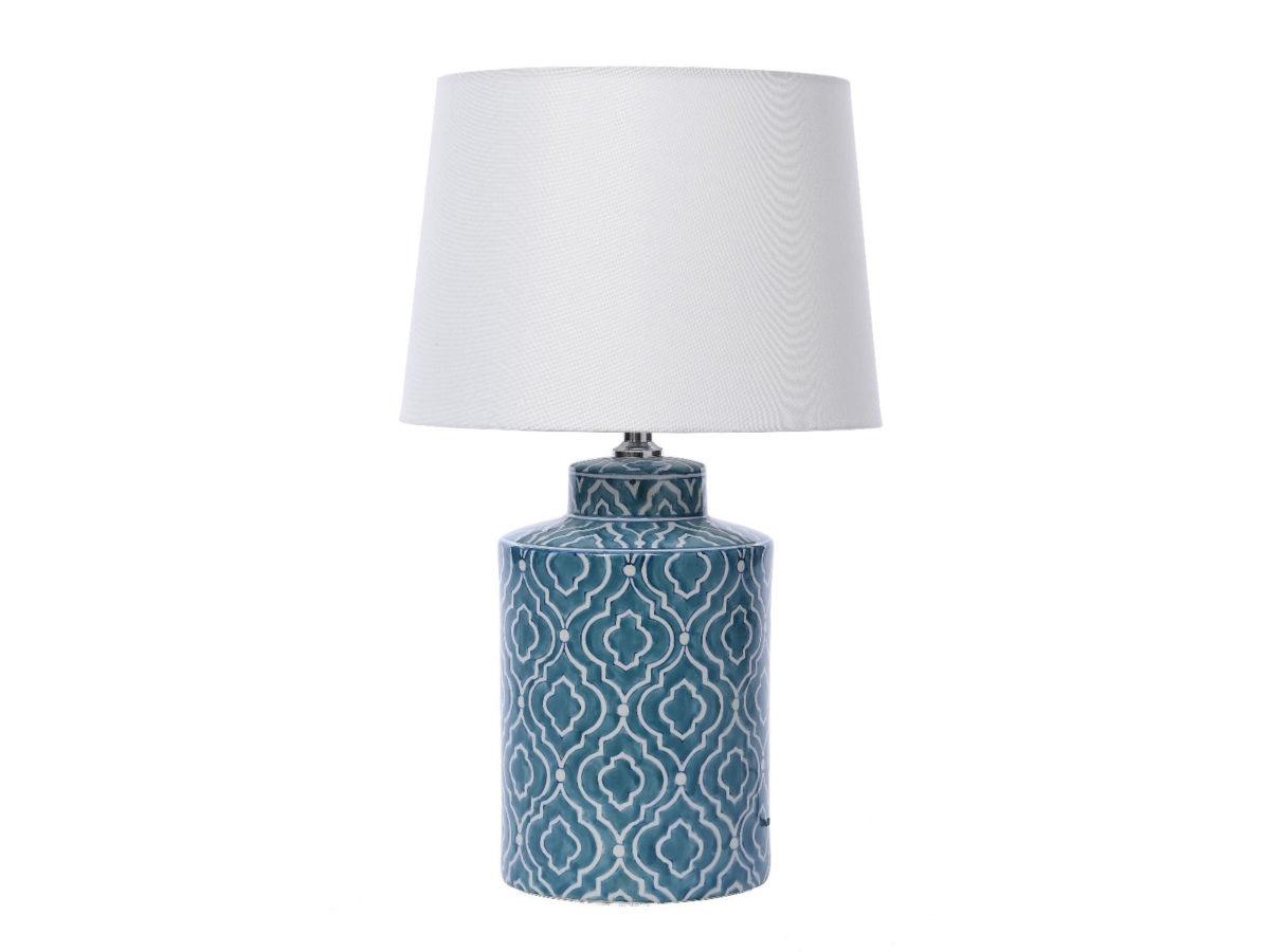 Lampa stołowa w stylu nowoczesnym Walto. Biały abażur z porcelanową podstawą z ponadczasowym wzorem marokańskiej koniczyny.
