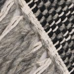 Piękny dywan wełniany ręcznie tkany NortonBlack Gray o grubym pętelkowym splocie. Ekskluzywna kolekcja, stworzona z naturalnych materiałów.