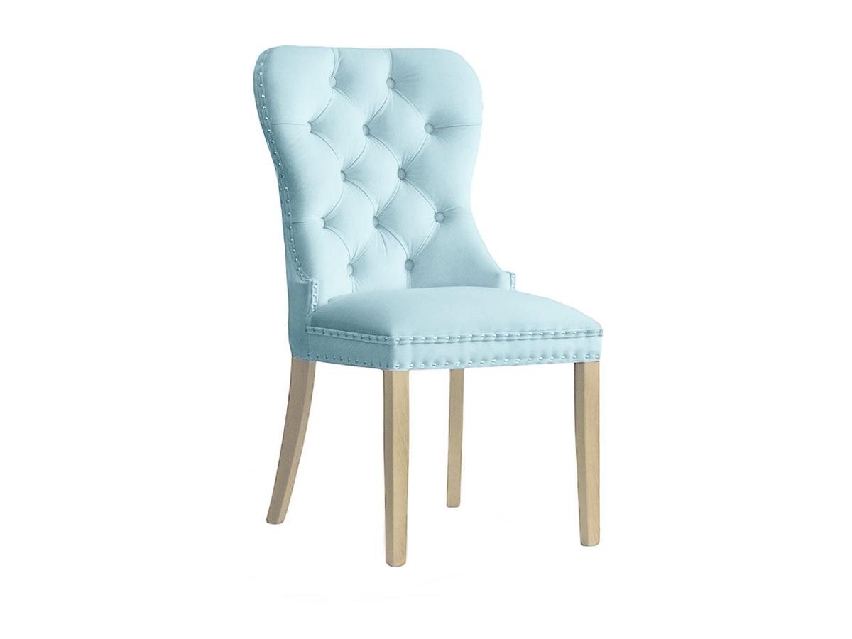 Krzesło w stylu nowojorskim Residence. Welurowa tkanina, oparcie pikowane a'la chesterfield, ozdobne, srebrne pinezki, kołatka za dodatkową opłatą.