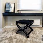 Pufa tapicerowana w stylu glamour czarna Chicago