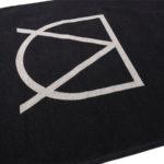 Dywan łatwoczyszczący Signum Black z kolekcji Art Deco Fargotex. Dywan do salonu i sypialni w stylu nowoczesnym i modern classic.