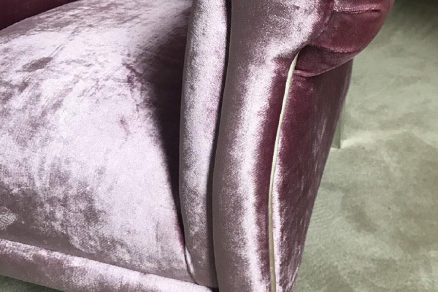 Renowacja fotela Uszak Mini w aksamitnej tkaninie obiciowej Onyx