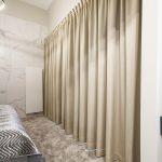 Zasłony w sypialni karnisz elektryczny – FBL Fame 14