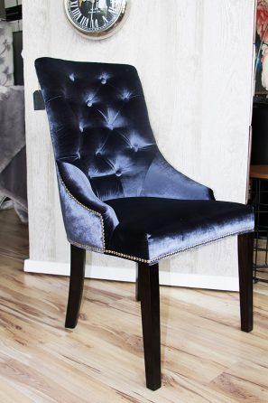 Krzesło tapicerowane Lady chesterfield Białystok. Materiał obiciowy błyszczący aksamit Fancy o przecieranej strukturze. Możliwość wyboru tkaniny w kolory nóżek według własnych potrzeb.