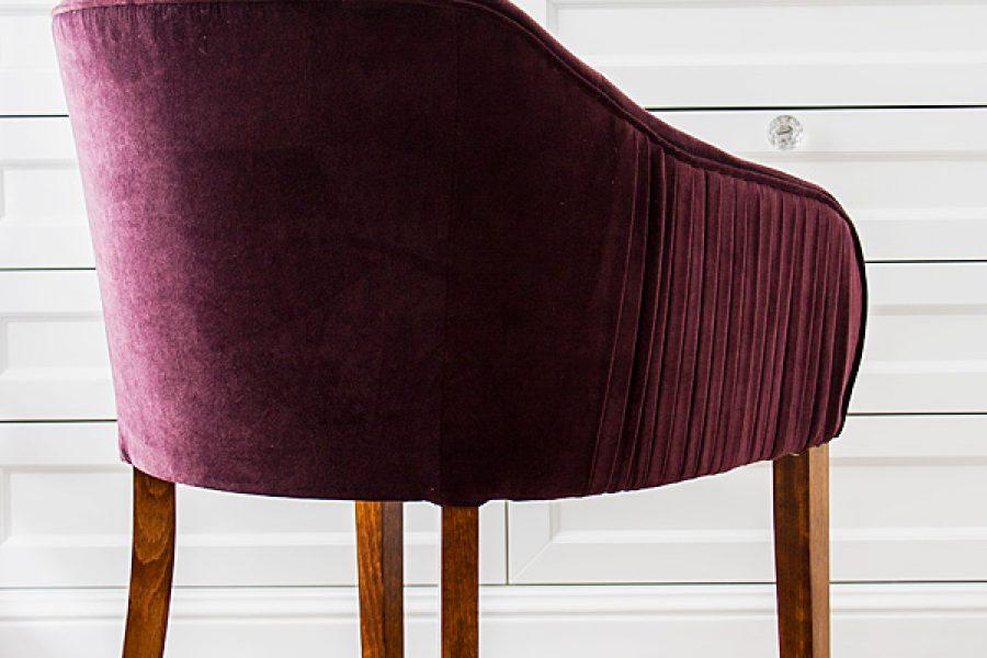 Krzesło tapicerowane styl glamour Dior apartament Warszawa. Tkanina obiciowa Glam Velvet.