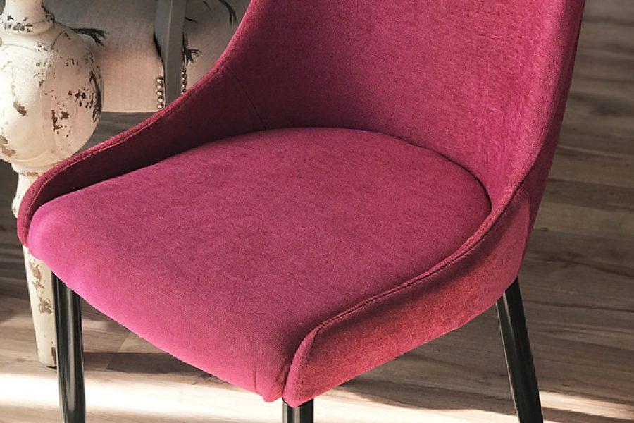 Krzesło tapicerowane nowoczesne Massimo mieszkanie Białystok w tkaninie obiciowej Cameleon kolorze malinowym