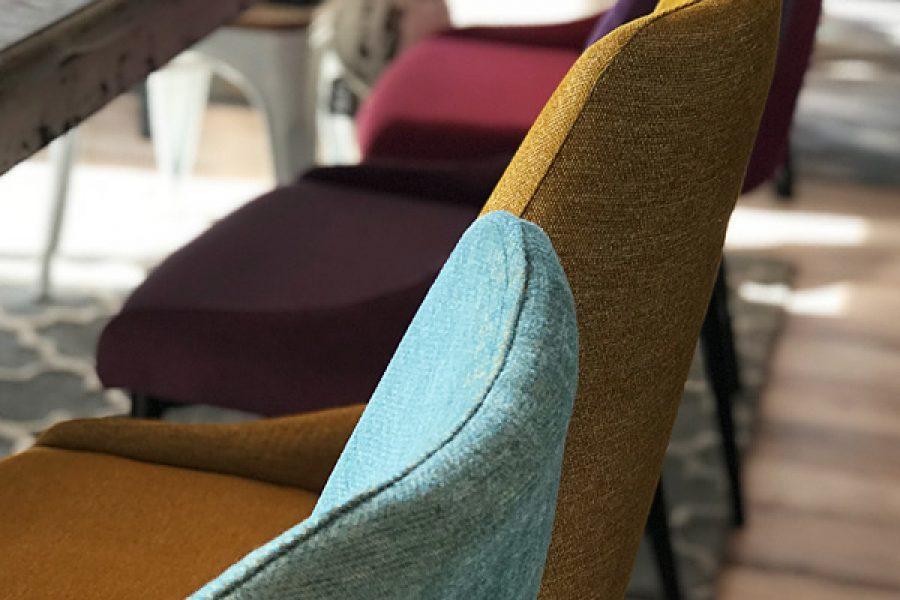 Krzesło tapicerowane nowoczesne Massimo mieszkanie Białystok w tkaninie obiciowej Cameleon kolorach tęczy