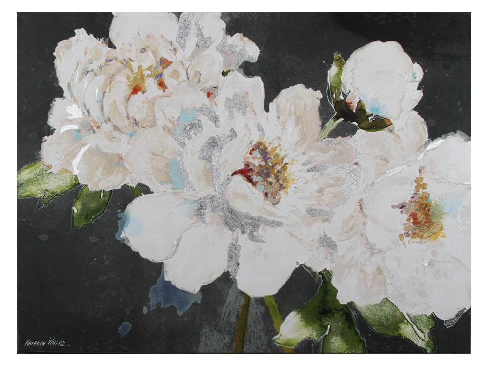 Obraz do salonu o wymiarach 90x120x5 cm Białe Kwiaty II. Obraz na płótnie wykończony strukturalną, akrylową farbą oraz srebrnymi płatkami.
