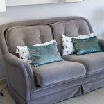Sofa tapicerowana w tkaninie obiciowej Glam Velvet