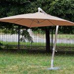 Parasol ogrodowy Ernesto osadzony na solidnej, aluminiowej nodze. Parasol do ogrodu i na taras będzie idealnym uzupełnieniem letniej aranżacji.