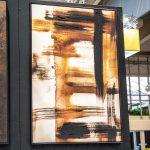 Obraz na płótnie z ramą typu american box o wymiarach 82x122 cm Abstrakcja Venge. Obraz pasuje do salonu i sypialni w stylu nowoczesnym.