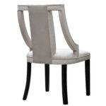 Nowoczesne krzesło tapicerowane Hollie na drewnianych nogach. Krzesła tapicerowane na zamówienie - możliwość zmiany koloru tkaniny i wybarwienia nóg.