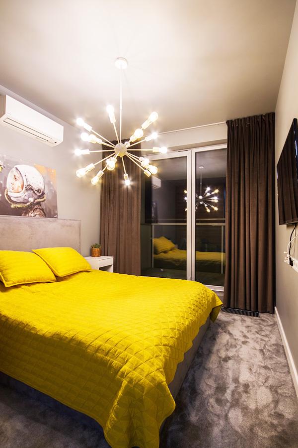 Zasłony w sypialni brązowe welurowe