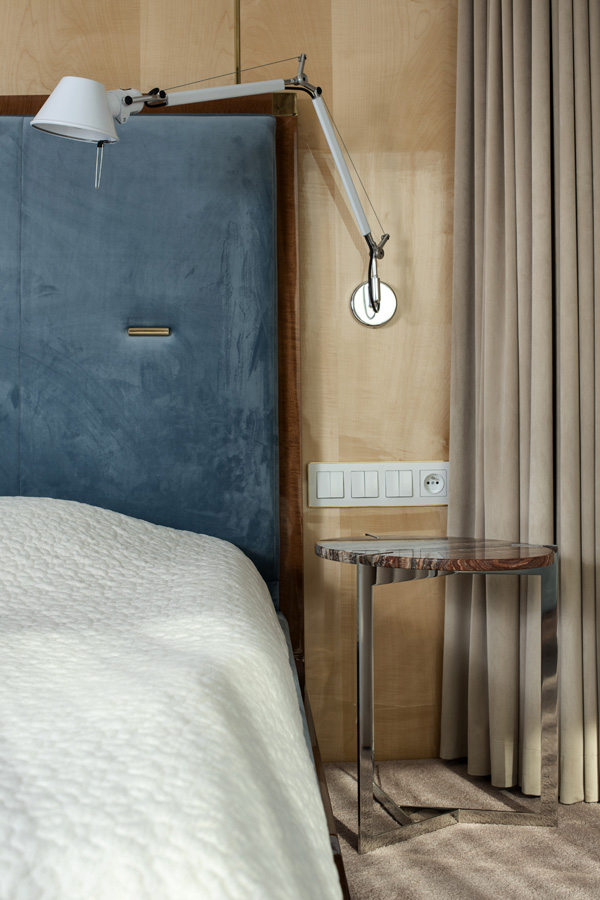 Elektryczne zasłony i firany w sypialni