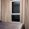 Zasłony welurowe w sypialni tkanina Art Velvet 04 kolor beżowy apartament Białystok. Zasłony na flexach, marszczenie 1:2 200%.
