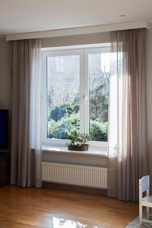 Zasłony w salonie realizacja sielski dom Białystok, zasłony lniane szare Linum Tori